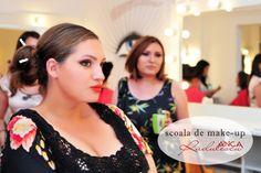 Poze frumoase şi întâmplãri funny de la Şcoala de Make-up Anca Rãdulescu