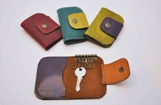 llavero bolsillo 1 Leather Gifts, Leather Jewelry, Leather Craft, Leather Bag, Leather Key Holder, Leather Key Case, Diy Keychain, Leather Keychain, Key Wallet