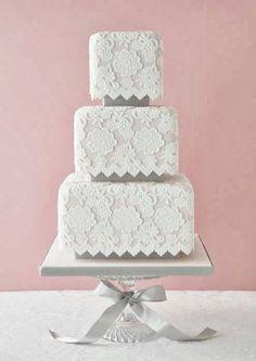 I love this wedding cake! For more wedding inspiration please visit www.lolabeeandme.com