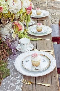 There are so many beautiful ideas for a shabby chic wedding. I'm falling in love with all these shabby chic wedding centerpieces- Check this out for ideas! Easter Table Settings, Wedding Table Settings, Place Settings, Dresser La Table, Rustic Garden Party, Tangled Wedding, Party Deco, Purple Home, Beautiful Table Settings