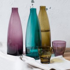 A colourful decanter can bring personality to any table. In stores now. Price DKK 32,80 / SEK 45,80 / NOK 45,70 / EUR 4,59 / ISL 904 / GBP 3.68  #decanter #glass #juiceglasses #kitchen #colours #inspiration #sostrenegrene #søstrenegrene #grenehome