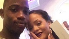https://www.biphoo.com/celebrity/rihanna/news/rihanna-breaks-down-in-tears-at-funeral-for-her-murdered-cousin-who-was-shot-dead-pics