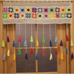 Colored country curtains - Care - Skin care , beauty ideas and skin care tips Cute Curtains, Crochet Curtains, Country Curtains, Motif Mandala Crochet, Crochet Leaves, Crochet Flowers, Crochet Home, Crochet Granny, Crochet Stitches