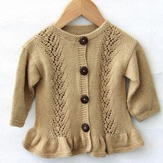 Cardigan Lace Flounce Anleitungen Go Handmade Kids Knitting Patterns, Knitting For Kids, Baby Patterns, Free Knitting, Knitted Baby Cardigan, Toddler Sweater, Cardigan Pattern, Girls Sweaters, Baby Sweaters