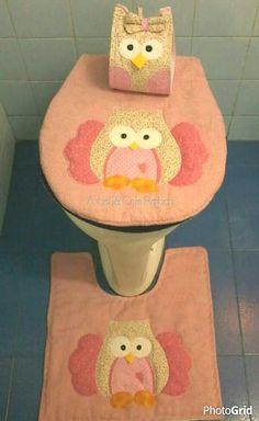 Lindo jogo lavabo com tema gatos,estruturado com manta e quiltado, capa do tampo,tapete, porta rolo papel higiênico
