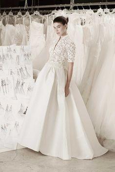 vestido de noiva com saia ampla em otoman e corpete de manga curta bordado de atelier cymbeline 2016