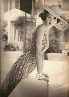 Vintage Lifestyle. I seriously wish I could bring back this fashion! The way it's so classy is so different from today!
