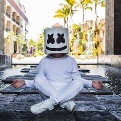 Marshmello managed to pull off one of the biggest Mannequin Challenges yet!