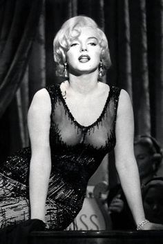 Marilyn Monroe singing 'I'm Thru With Love' for the film Some Like It Hot, Style Marilyn Monroe, Arte Marilyn Monroe, Marilyn Monroe Photos, Marilyn Monroe Movies, Vintage Hollywood, Hollywood Glamour, Classic Hollywood, Glamour Hollywoodien, Classic Actresses
