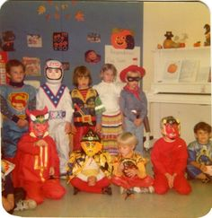 Old school Halloween.we used to be able to wear our Halloween costumes to school for a Halloween parade at recess. Childrens Halloween Party, Retro Halloween, Halloween Masks, Holidays Halloween, Happy Halloween, Spooky Halloween, Vintage Halloween Photos, Vintage Holiday, Best Memories