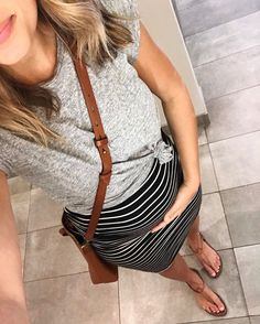 Today's #legitbumpstyle 🤰🏼 This skirt has become an easy go-to during this stage of pregnancy (I wear it probably twice a week!) and so many of you have asked about it. It's an old one from @loft but I'm going to do some research and see if I can find some similar skirts available now ❤️ #legitmomstyle