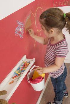 Kinderzimmerwand mit bunter Kreide kreativ gestalten: Ausgefallen Kinderzimmer von Jansen
