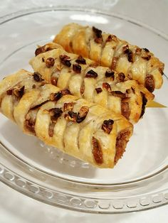 Delicious pastry with pecans and maple syrup . Delicious pastry with pecans and maple syrup. Best Dessert Recipes, Raw Food Recipes, Wine Recipes, Gourmet Recipes, Sweet Recipes, Baking Recipes, Cookie Recipes, Breakfast Pastries, Sweet Pastries