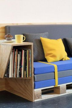 Very simple sofa pallet idea with a plywood table bolted to the side. Sofa Design, Table Design, Furniture Design, Interior Design, Palette Furniture, Diy Pallet Furniture, Diy Pallet Projects, Pallet Ideas, Diy Sofa