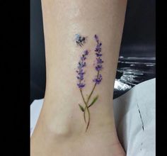 Top Lavender Tattoo Designs For Men and women Tattoo Lovers Cute Ankle Tattoos, Ankle Tattoos For Women, Cute Tattoos, Tattoos For Guys, Tatoos, Pretty Tattoos, Circle Tattoos, Mini Tattoos, Body Art Tattoos