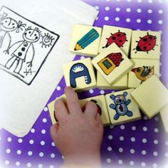 Dřevěné pexeso ručně malované sada 12+ 2 ks zdarma - ručně navržená originální hra pro menší i větší dítka a dospělé - materiál dřevo -základní barvasvětle žlutá patina - velikost cca 3,7 x 3,7 cm - ručně broušené i malované - proto prosím počítejte s drobnými nedokonalostmi, každá kostička je originálem :) - ihned dostupné v sadě : ptáček, tužka, ...