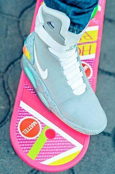 Retournez vers le futur avec les sneakers futuristes qui déboulent sur le marché ! 88 miles à l'heure, Marty ! Sortez les Nike Air Mag à laçage automatique