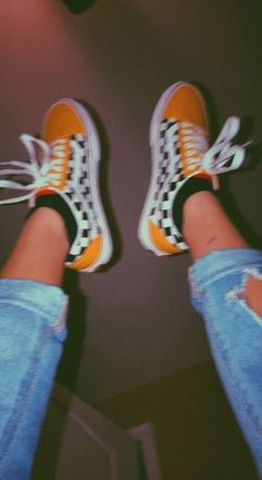 23 Burgundy Street High Heels Trending This Winter Womens Sneakers Surprisingly Cute Shoes Hipster Vintage, Style Hipster, Mode Vintage, Vintage Vans, Vintage Yellow, Retro Vintage, Trendy Style, Hipster Shoes, Vintage Sneakers