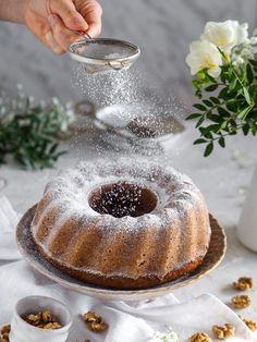 Orechová bábovka - Zo srdca do hrnca Doughnut, Desserts, Basket, Tailgate Desserts, Deserts, Postres, Dessert, Plated Desserts