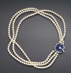 VAN CLEEF & ARPELS with invisable set clasp and lovely pearls