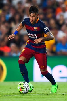 Neymar Photos - Neymar of FC Barcelona runs with the ball during the Joan Gamper trophy match at Camp Nou on August 2015 in Barcelona, Spain. - Barcelona v AS Roma - Pre Season Friendly Fc Barcelona Neymar, Barcelona Football, Messi Y Neymar, Barca Team, Football Players, Football Fans, Fc Barcalona, World Football, European Football