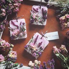 4月17日から、willGardenの第3弾のサシェを数量限定で販売致します。 今回はギフトサシェ。みなさんの思い思いの気持ちをサシェに込めて贈ってもらえたらと思っています。 詳細はwillGardenのホームページをご覧下さい。 #willgarden #flower… Scented Sachets, Scented Wax, Homemade Candles, Diy Candles, Wax Tablet, Decoupage, Diy Wax, Candle Art, Flower Cart