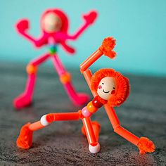 Pipe Cleaner Pals (via FamilyFun Magazine). 3 pipe cleaners twisted together. 3 pony beads onto both leg stems for body. Arms: 2x2.5cm straw, big loop & smaller thumb loop for hand. Legs 2x2.5cm straw + pony bead knee, loop excess for foot. Wooden bead head+ hairdo from excess.