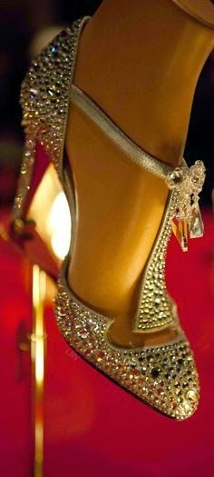 «Cinderella shoes» invades Fashion 2015