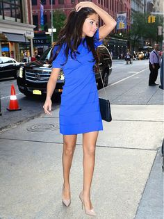 Selena ensures that her cobalt blue dress is the eye-catching feature of her look, pairing it with a neutral pump and bag. // #Fashion