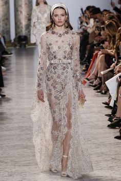 Elie Saab Spring 2017 Couture Fashion Show - Sommer Mode Style Haute Couture, Spring Couture, Couture Fashion, Couture Week, Juicy Couture, Fashion 2017, Runway Fashion, High Fashion, Fashion Show