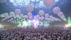 2001 Sensation White van Duncan Stutterheim / Duncan Stutterheim's Sensation White Sensation is an indoor dance-event which originated in the Netherlands and organized by ID&T. Today it comes to an end. Sensation began in 2000. The dance party was launched by ID & T Founder Duncan Stutterheim. In 2001, it became Sensation White; the dress code was white. This was a tribute to Stutterheim's brother Miles, who died in 2000 in a car crash.