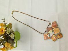 Colar feito com pet e tetra pak @raquepedrosa #designdejoias #colar #handmade #errejota #reciclagem #recicled