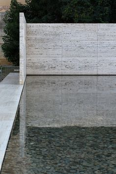 Barcelona Pavillion - Mies Van Der Rohe - Built 1929 Modern Architecture Design, Space Architecture, Beautiful Architecture, Modern Interior Design, Pavillion, Bauhaus, Ludwig Mies Van Der Rohe, Stone Cladding, Outdoor Material