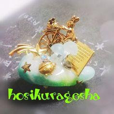 オリジナルの型で作製した雲シリーズのネックレスです。雲の庭のパーティはどちらで?あの流星群を右に曲がったとこだよ郵便ウサギとてんとう虫の小さな小さなおしゃべり...|ハンドメイド、手作り、手仕事品の通販・販売・購入ならCreema。