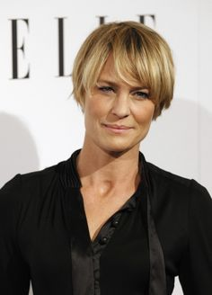 robin wright house of cards,a big short hair inspiration! Over 40 Hairstyles, Great Hairstyles, Short Bob Hairstyles, Gatsby Hairstyles, Beautiful Hairstyles, Winter Hairstyles, Robin Wright Haircut, Corte Y Color, Hair Starting