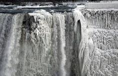 niagara falls grotendeels bevroren door extreme koude januari 2014