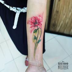 """Exquisita flor de amapola. Exquisite poppy flower . Consultas por mensaje privado. Inbox.  #misshask #tattos #tattoo #tat #tattooed #tattooartist…"""