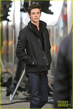 Grant Gustin walking around the set for The Flash in Vancouver, Canada. Barry Allen Flash, Shawn Mendes, O Flash, The Flash Grant Gustin, Cw Series, Fastest Man, Dc Legends Of Tomorrow, Supergirl And Flash, The Cw