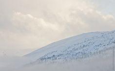 Skrivebordsbakgrunn: Tåkete fjell / Cloudy Mountain I Wallpaper, Mountains, Nature, Free, Travel, Outdoor, Outdoors, Naturaleza, Viajes