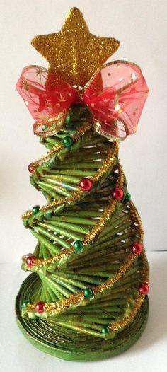 Árbol de navidad hecho con pitillos de papel #paper #hecho a mano #reciclagem #reciclaje
