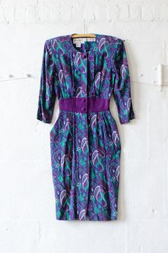 Paisley Wiggle Dress XS/S • Power to the shoulders in this cutie! Vintage 80s rayon Karin Stevens purple midi dress.