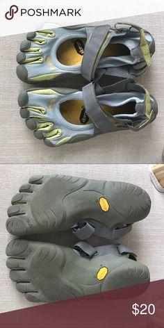 Vibram five 5 fingers tie shoes Vibram five 5 fingers toe shoes Grey Green  chartreuse color 52470a2ce