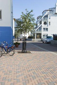Utemiljøgrossisten as Munkstein Gate, Sidewalk, Portal, Side Walkway, Walkway, Walkways, Pavement