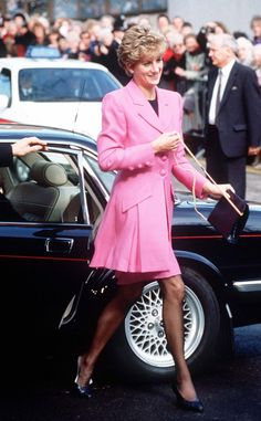 Princess Diana's Iconic, Game-Changing Fashion Put on Display in New, Royal Exhibit | E! Online