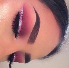 The best ways to Use Eyeliner – Eye Makeup Look Makeup Eye Looks, Beautiful Eye Makeup, Eye Makeup Art, Pink Makeup, Eyeshadow Makeup, Makeup Brush, Eyeshadows, Pink Eyeliner, Makeup Eyebrows