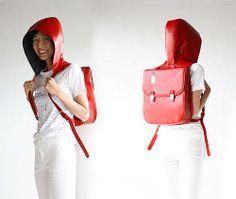 #inventos #curiosidades #gadgtes #friki #geek #fotos #original Se llama Hood Bag y, tal como podéis apreciar en la fotografía, se trata de una mochila de diseño clásico con reminiscencias vintage que incorpora una capucha