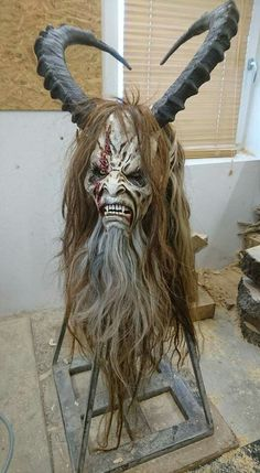 Awesome Krampus head/mask Arte Horror, Horror Art, Creepy Halloween, Halloween Makeup, Dark Fantasy, Haunted House Makeup, Horror Makeup, Scary Mask, Cool Masks