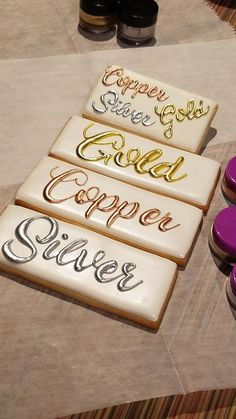 Painting with Metallic Copper, Gold & Silver dusts Frosting Colors, Icing Frosting, Frosting Recipes, Icing Tips, Sugar Cookie Royal Icing, Iced Sugar Cookies, Cupcakes, Cupcake Cookies, Cookie Designs