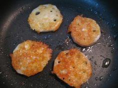 楽天が運営する楽天レシピ。ユーザーさんが投稿した「サクサク食感!レンコンチーズ焼き」のレシピページです。簡単に作れるレンコンチーズ焼きです。カリカリチーズ+サクサクレンコンは食感も良くて、おつまみやおやつにもおすすめ☆。レンコンのチーズ焼き。レンコン,とろけるチーズ,オリーブオイル
