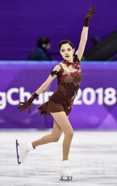 In images, Alina Zagitova takes gold, Evgenia Medvedeva silver and Kaetlyn Osmond bronze in the women's figure skating event at the Pyeongchang Winter Olympics. Figure Skating Quotes, Figure Skating Olympics, Athlete Costume, Womens Figure Skates, Russian Figure Skater, Alina Zagitova, Gymnastics Outfits, Figure Skating Dresses, Figure Skating Costumes